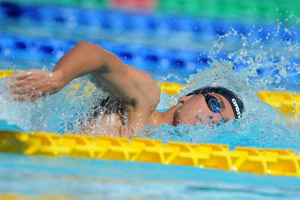 Il nuoto fa bene alla scoliosi? La risposta che non ti aspetti