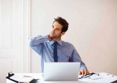 Disturbi cervicali: 10 consigli per prevenirli e diminuire il dolore